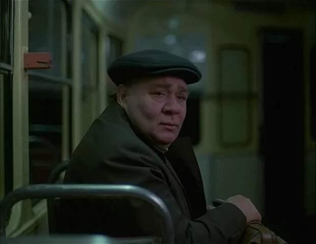 """История песни """"Друзей теряют только раз"""" из трагикомедии «Слезы капали». ."""
