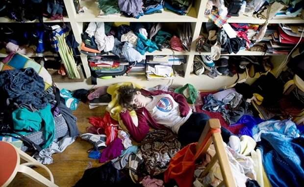 Наводим порядки в шкафах. \ Фото: raniamatar.com.