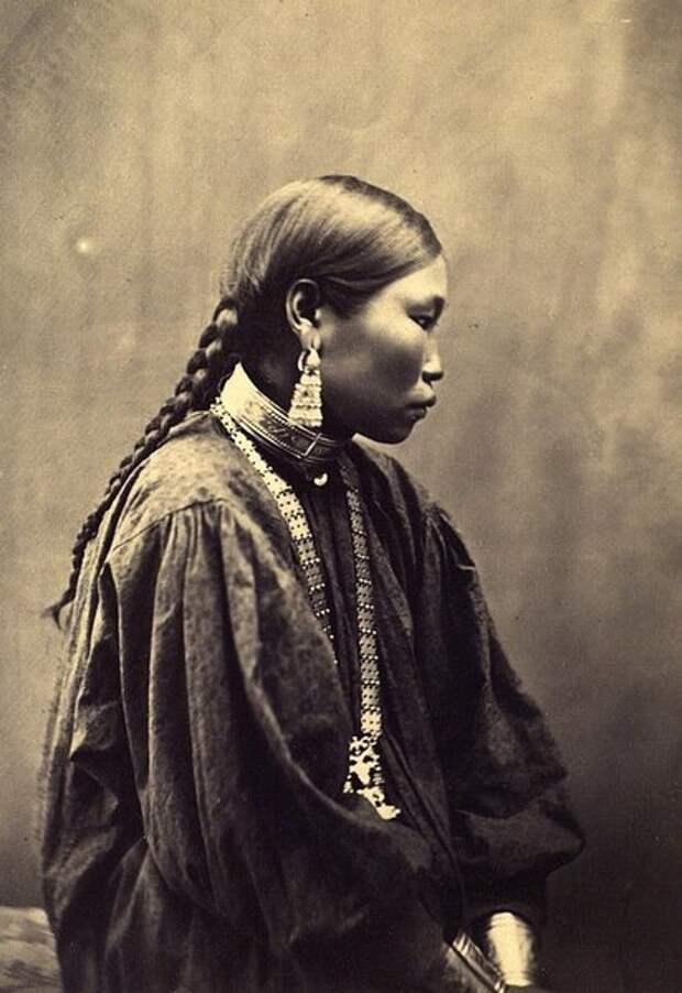 Портрет женщины. Неизвестный автор, 1882-1884 год, Якутская обл., Кунсткамера.