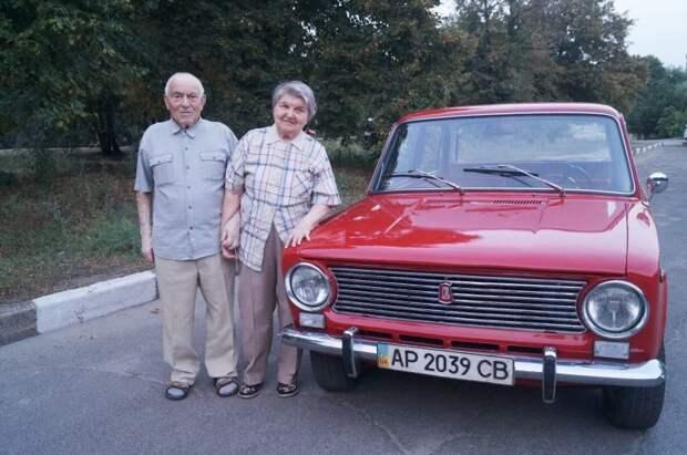 Итого Копейка в нашей семье 40 лет и 9 месяцев. авто, ваз, ваз 2101, восстановление, дедушка, копейка, подарок, реставрация