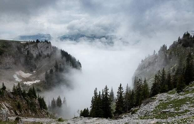 Как шахтер обнаружил в горах портал в параллельный мир