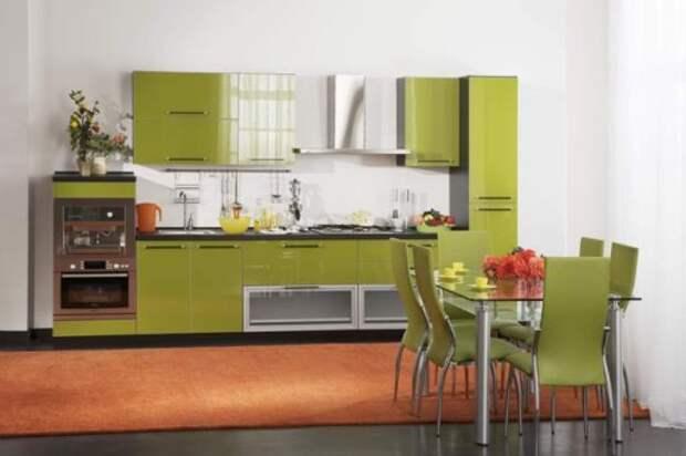 Небольшая дизайнерская кухня оливкового цвета