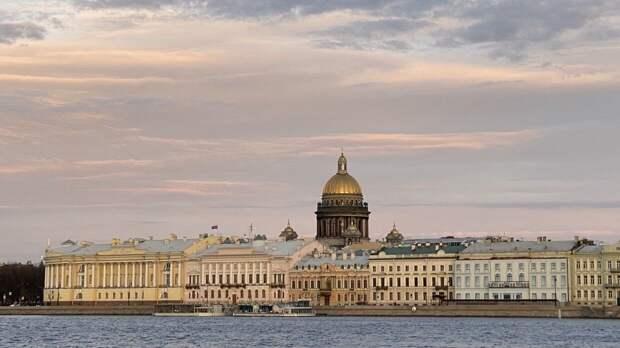 Теплый атмосферный фронт придет в Петербург