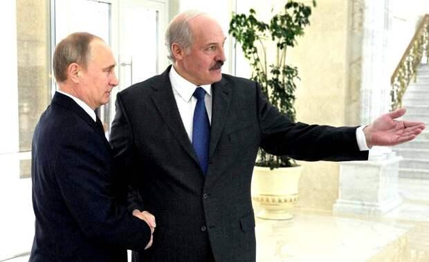 Российский политолог: Лукашенко тащит Путина за собой на дно