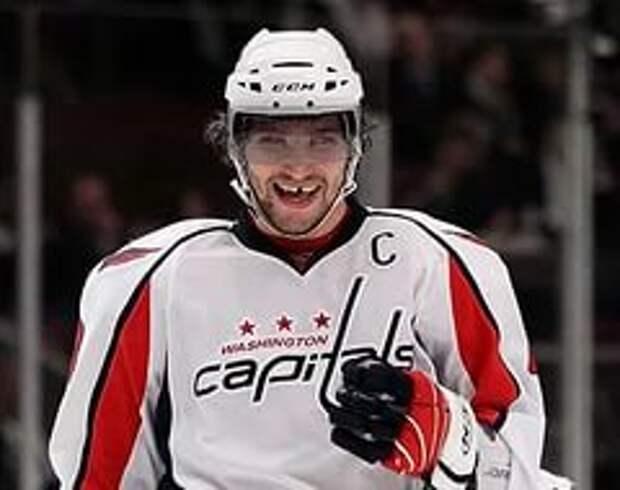 Овечкин  обошёл Эспозито в списке лучших снайперов в истории НХЛ и вышел на 34-е место по очкам за карьеру. На очереди достижения Дионна и Перро