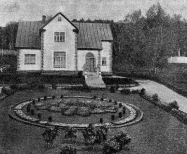 Ухоженные дворы и красивые дома разительно отличались от жилья простых рабочих завода (пос. «Березки», Магнитогорск). | Фото: yaplakal.com.