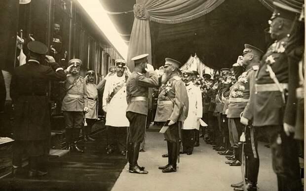 Старая подпись под этой фотографией: «П. А. Столыпин на прибытии Их Величеств в Киев, 29 Августа 1911 года»