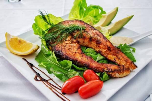 Ученые сообщили о негативных последствиях употребления большого количества рыбы и омега-3