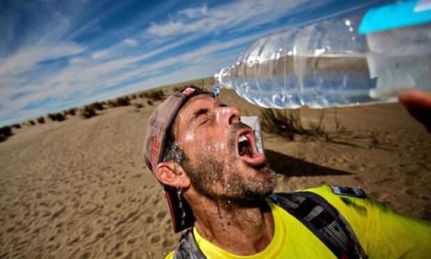 Людям у кого проблемы с сердцем лучше пить просто воду. /Фото: runnersworldtr.com.