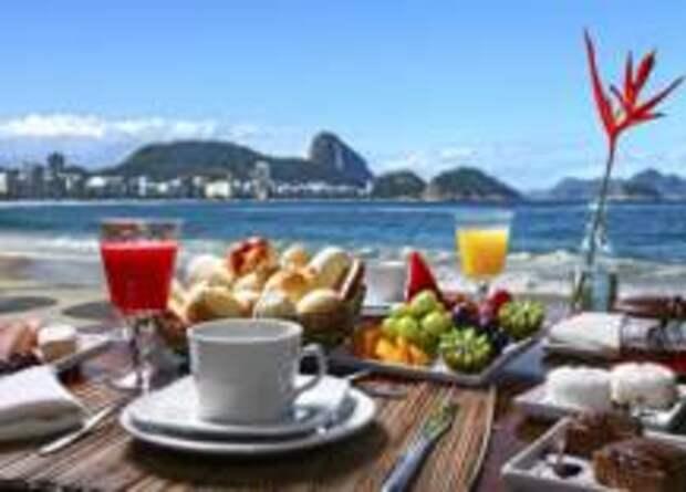 Самая опасная и самая здоровая пища в отпуске