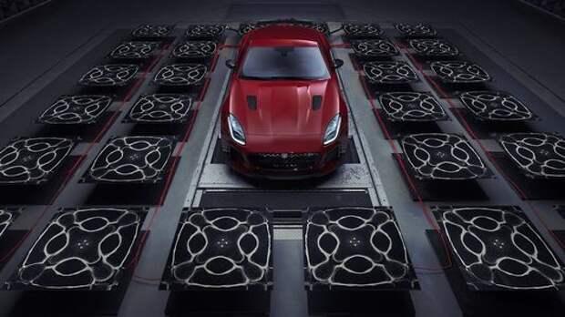 Jaguar F-Type SVR позволяет увидеть звук мотора. Наслаждаемся!