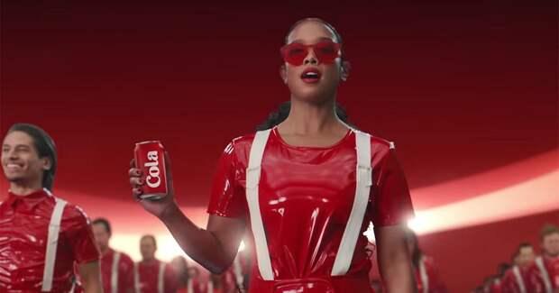 Pepsi перекрашивает красную банку Coca-Cola под кавер песни Paint it Black