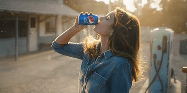 Синди Кроуфорд снялась в рекламе Pepsi 26 лет спустя