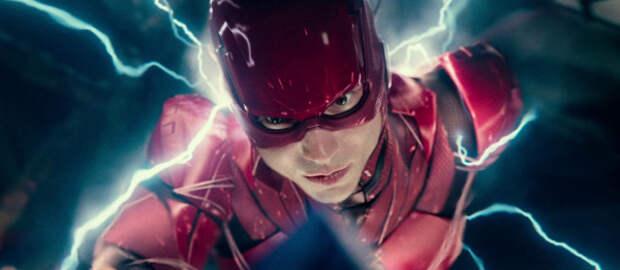 На съёмках «Флэша» засняли летающую Супергёрл с тёмными волосами и отсылку к Чудо-женщине Галь Гадот
