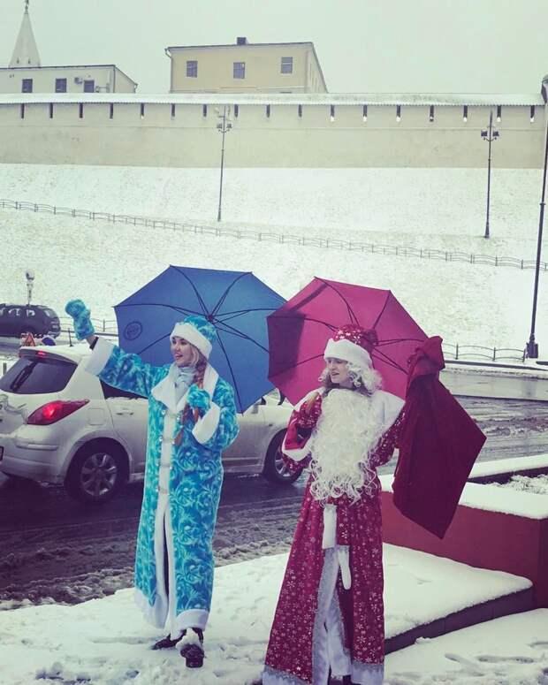 Гильдия Дедов Морозов старалась морально поддержать своих земляков апрель, весна, погода, снег, юмор