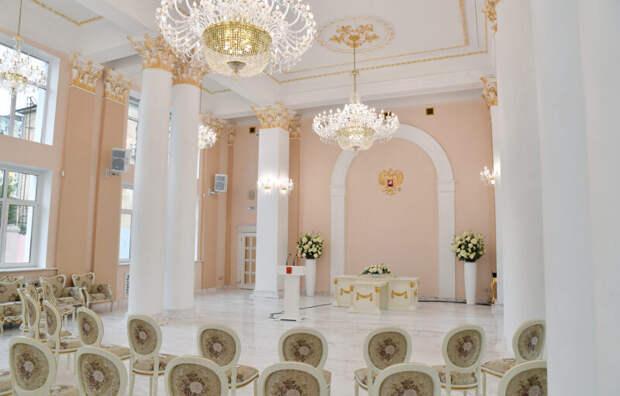 Во Дворце бракосочетаний Тверской области с момента открытия создали семьи свыше 370 пар