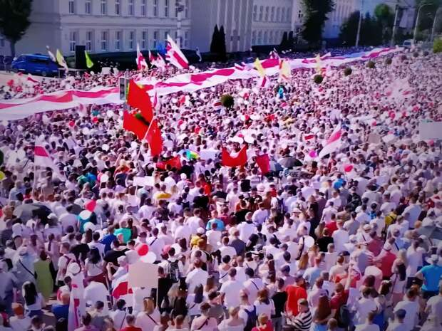 Лукашенко потребовал взыскать с «протестунов» ущерб от митингов