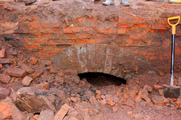 В Старой Руссе найден мост, почти век скрывавшийся под землёй
