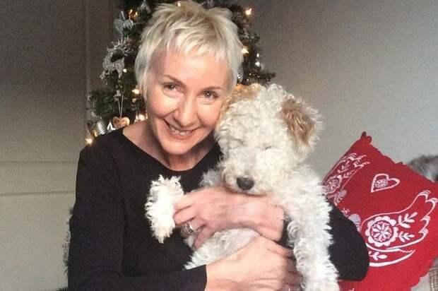 Слепая собака и женщина