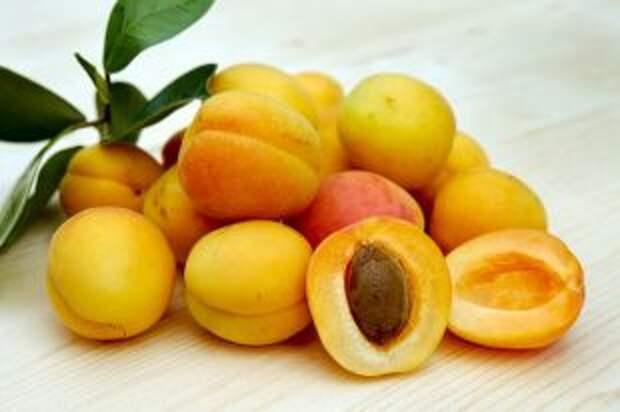 Кому нельзя есть абрикосы?