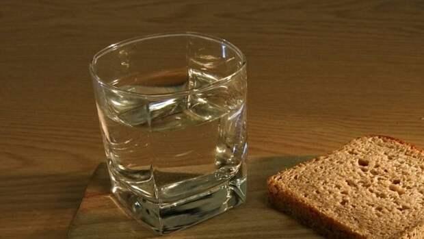 Депутат Госдумы Леонов заявил о необходимости продажи в России дешевой и качественной водки