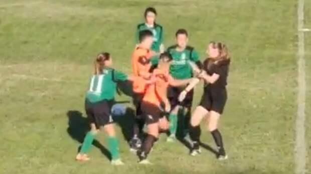 Футболистки подрались во время матча молдавского кубка федерации: видео