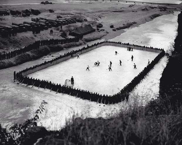 Канадские солдаты, служившие в Корее, сделали импровизированную хоккейную площадку история, люди, редкие, фото