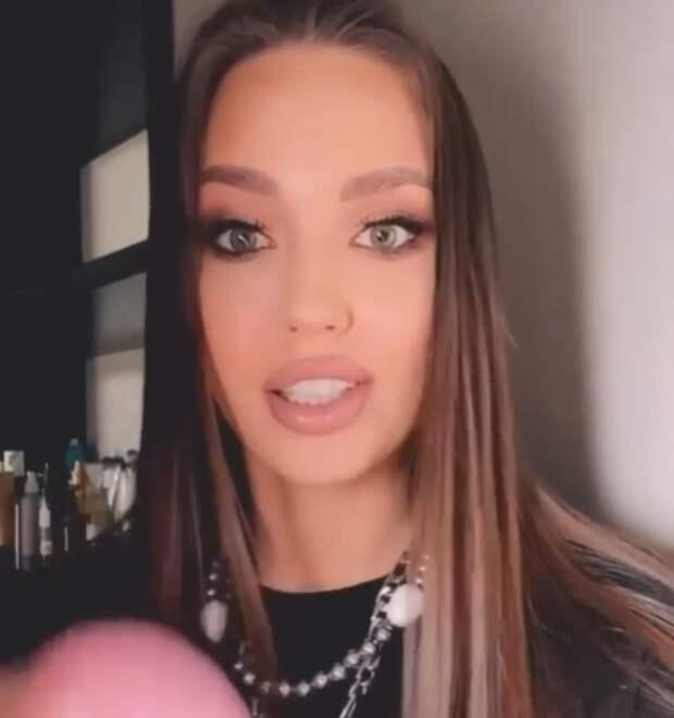 Анастасия Костенко показала первые шаги младшей дочки на трогательном видео