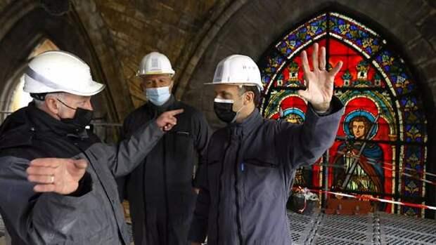 Эмманюэль Макрон впервые посетил Нотр-Дам с момента пожара