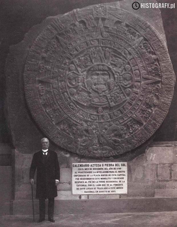 Мексиканский президент Порфирио Диаз стоит рядом с солнечным календарём Ацтеков история, люди, редкие, фото