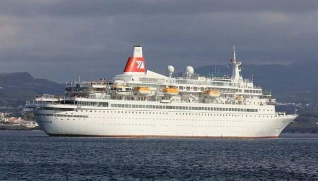 Не хотим в Барселону: капитан лайнера сменил маршрут после голосования пассажиров