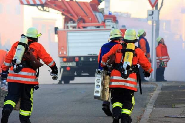 Пожарные потушили горящую мусорку на Хорошевском шоссе