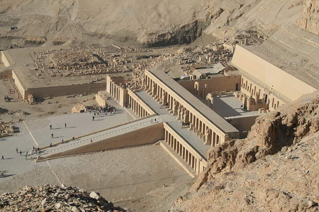Храм царицы Хатшепсут в Дейр-эль-Бахри