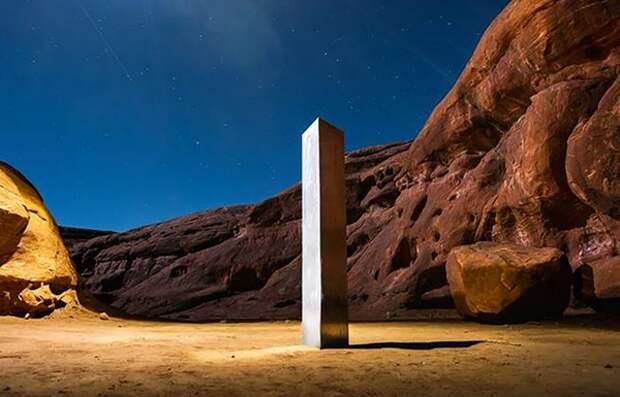 """Фотограф запечатлел исчезновение """"странного"""" монолита из пустыни"""
