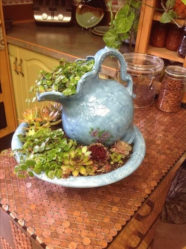 2. В качестве вазы из старых вещей, интересно, новая жизнь, поделки, своими руками, сделай сам, фото, чайник