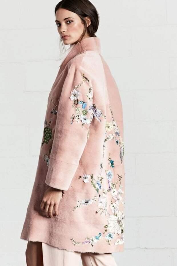 Новый тренд сезона: пальто с вышивкой
