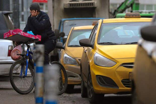 Чиновников московского Дептранса пересадят на такси