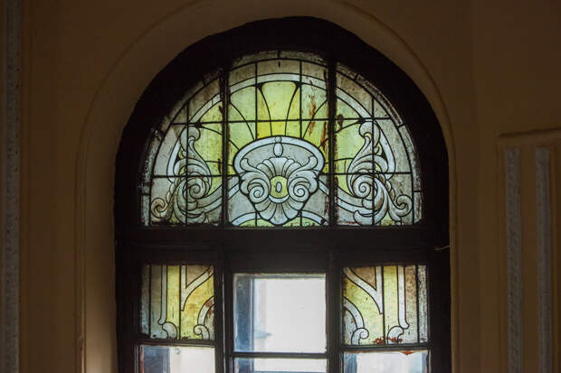 В каких домах Санкт-Петербурга можно увидеть в наши дни уникальные исторические витражи, ч.1