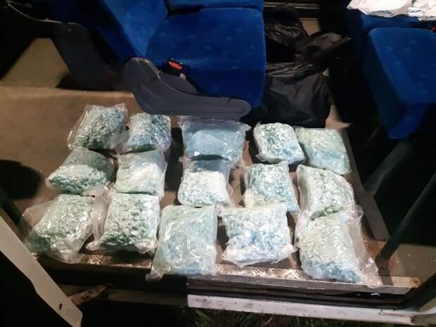 В автомобиле и тайниках двух жителей Удмуртии нашли более 30 кг наркотиков