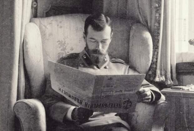 Император за чтением газеты