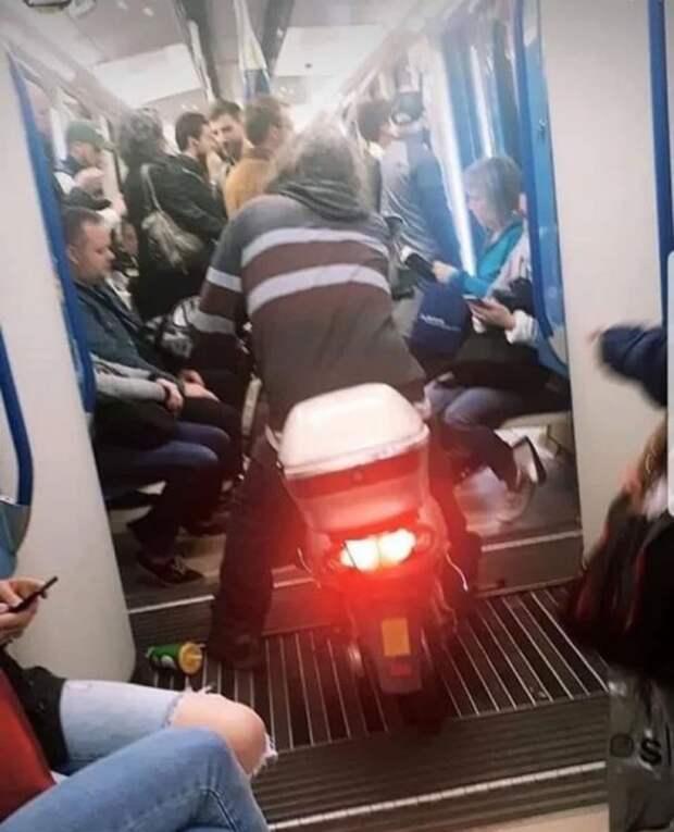 Как не надо ездить в общественном транспорте (43 фото)