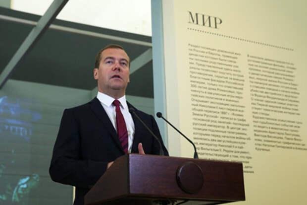 Медведев выразил надежду на возвращение фотокора Стенина в Россию