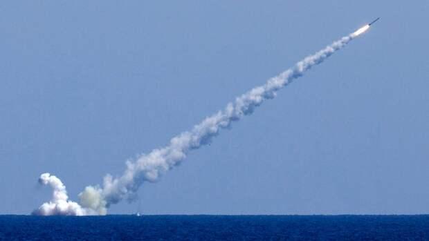 Пуск ракет «Калибр» сподлодки «Великий Новгород»