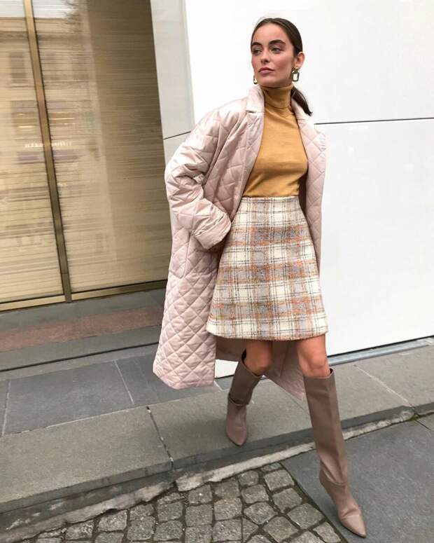 15 гармоничных примеров как носить юбку с сапогами, чтобы подчеркнуть достоинства фигуры