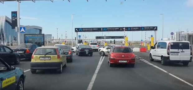 Транспортный коллапс в аэропорту «Симферополь» (ВИДЕО)