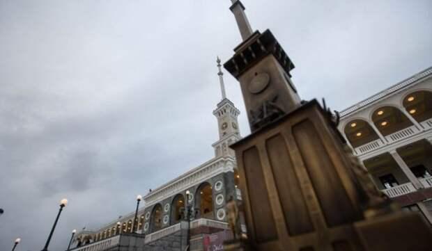 Демонтаж декора, потолочная живопись: девелопер рассказал о деталях восстановления «Художественного» и Северного речного вокзала