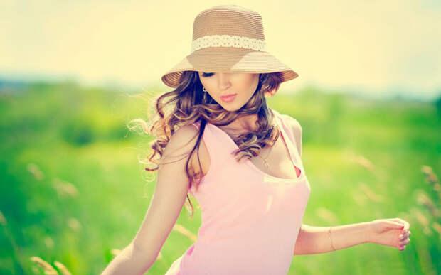 Девушка в летнем платье