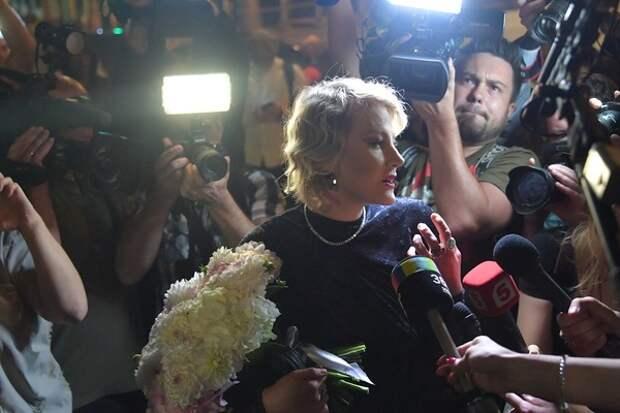 И Рената Литвинова тоже: все больше звезд сообщают о том, что заболели коронавирусом