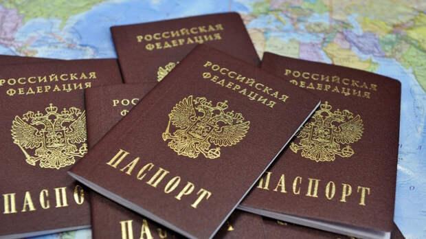 Украинский политолог заявил, что санкции не помешают России выдавать паспорта в Донбассе