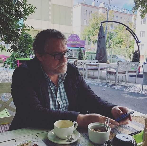 Актера Валерия Гаркалина вновь ввели в состояние комы